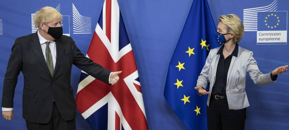 Imagen en la que aparecen Boris Johnson y Von Der Leyen en el momento de firmar el acuerdo del Brexit