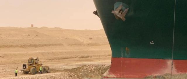 operarios trabajando en el Atasco del buque Evergreen Blog de Morarte Logistics SL 3