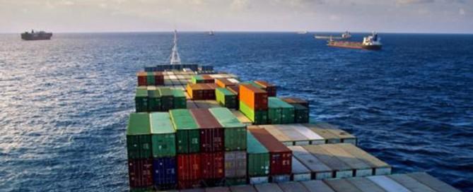 Buque con contenedores, blog sobre el incremento de los fletes maritimos a china de Morarte Logistics sl
