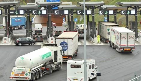 Camiones pagando peale con motivo de las propuestas del gobierno. Blog de Morarte Logistics sl
